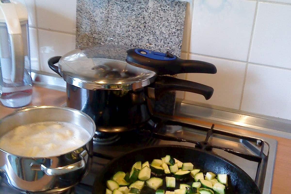 electric vs stovetop pressure cooker