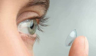 10 Simple Steps to Put in Your Contact Lenses Safely