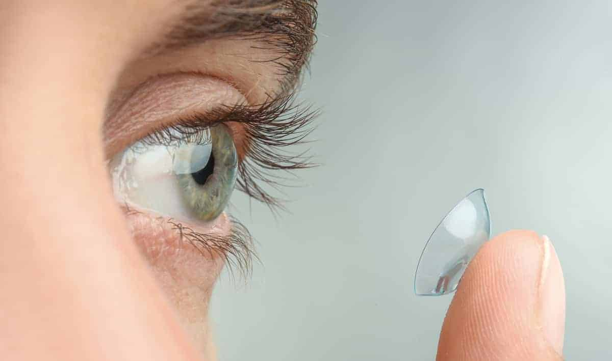 10 simple steps to put in your contact lenses safely florida