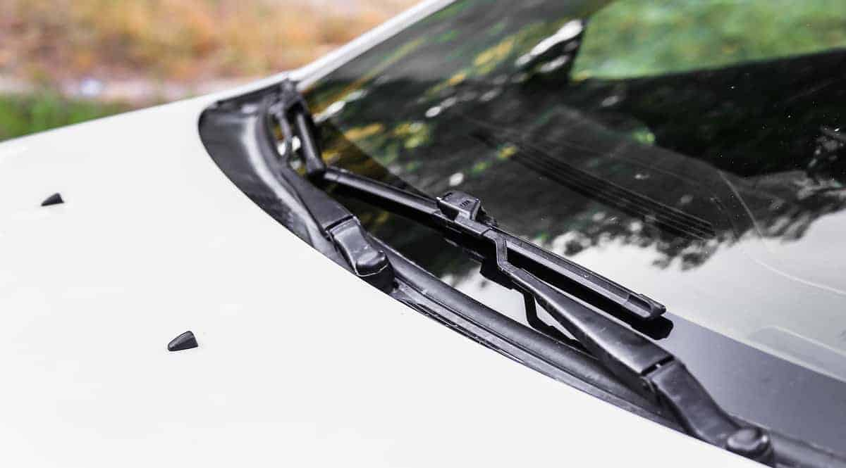 The Basic Things to Consider While Buying Windscreen Wiper Blade
