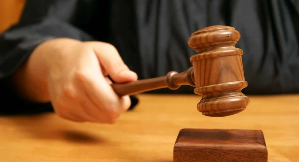 How does a judge determine the bail amount?