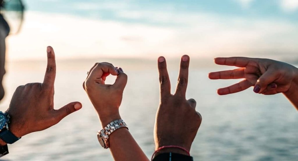 5 Undeniable Signs He Loves You