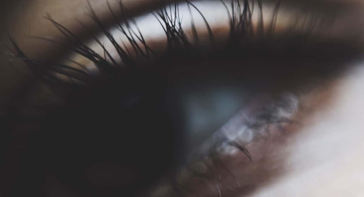 7 Natural Ways to Get Beautiful Long Eyelashes