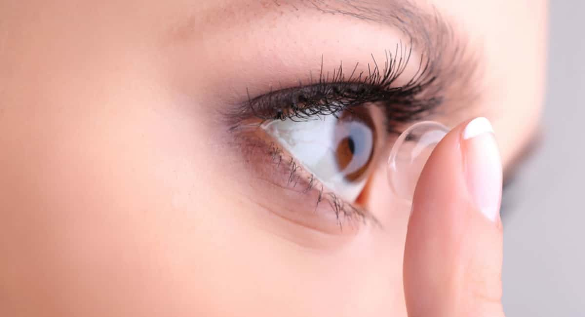 Tips for Using Contact Lenses Safely