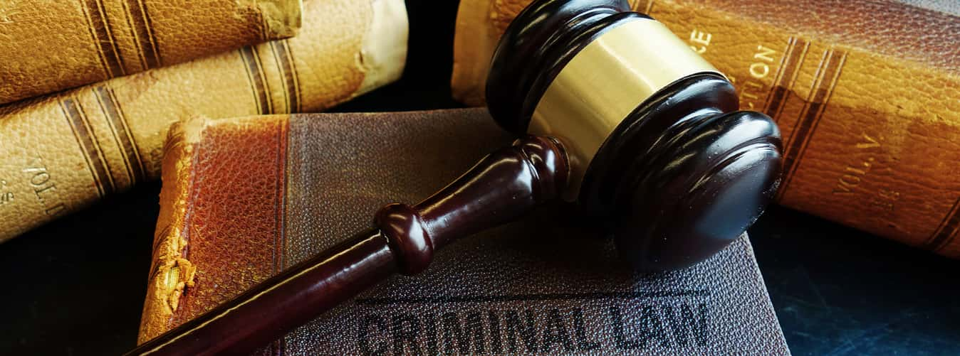 what does a criminal lawyer do