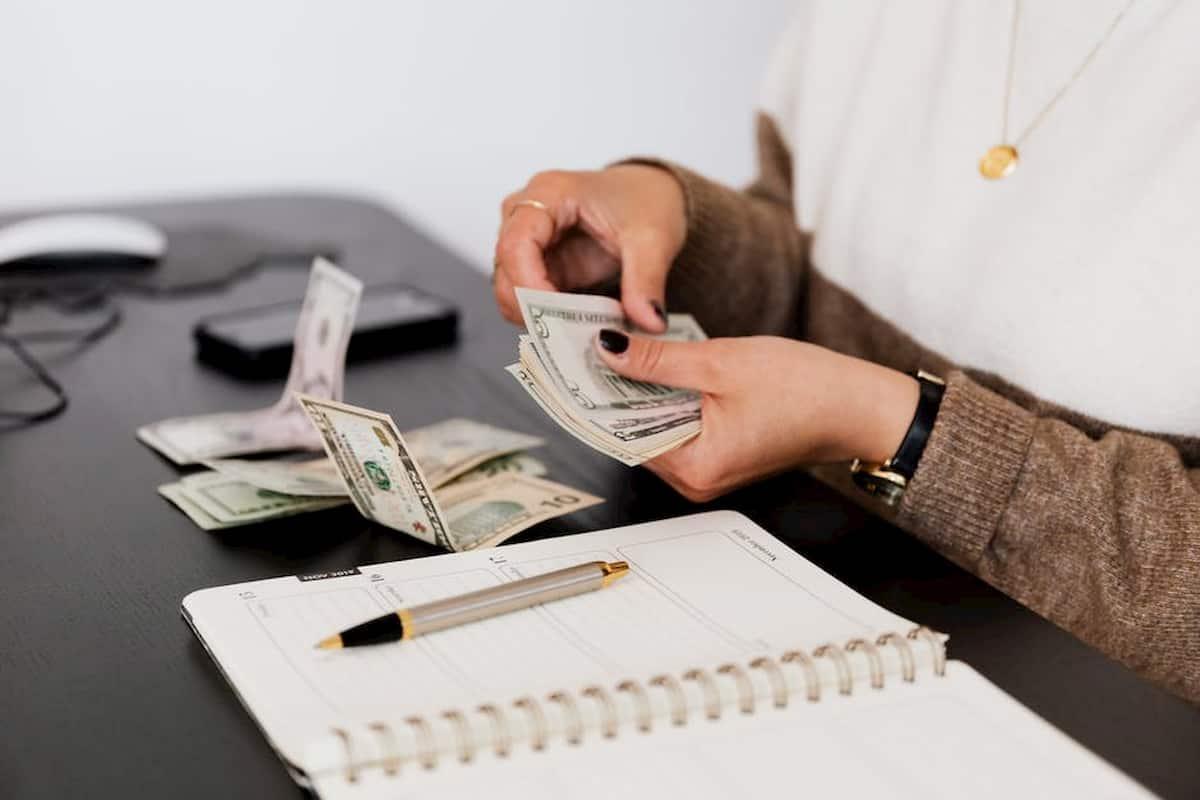 Benefits of Getting Cash Loans Online - Florida Independent